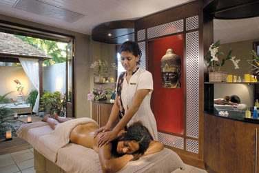 Massages aux huiles essentielles...