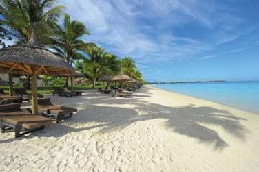 L'hôtel se situe sur la côte nord-ouest de l'île Maurice...