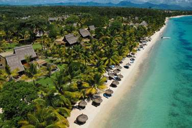 Une longue plage de sable blanc de plusieurs kilomètres, un lagon turquoise, une végétation luxuriante...