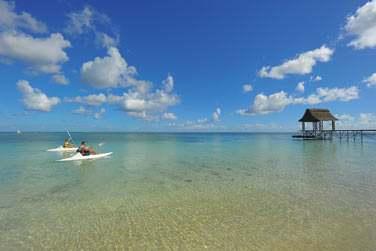 Les activités ne manquent pas au Trou aux Biches... Profitez de votre séjour pour faire une balade en kayak dans le lagon...