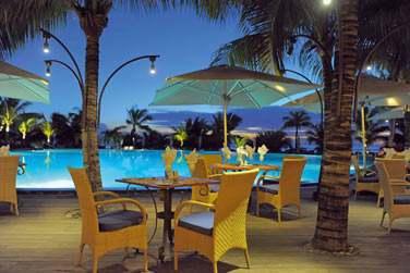 Le restaurant 'Le Superbe' autour de la piscine