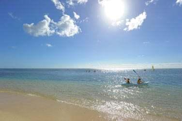 Situé sur la côte nord-ouest, le Victoria est bordé par une longue plage de sable blanc