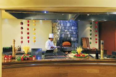 Le Frangipanier, restaurant principal de l'hôtel, aux généreux buffets
