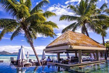 La piscine et son bar immergé vous séduiront après une belle journée de ballade