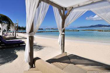 La petite plage de l'hôtel, pour vous détendre et profiter du cadre