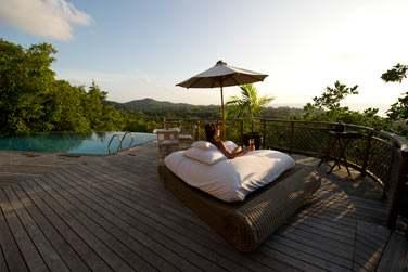 Située dans les hauteurs, la villa offre une vue magnifique