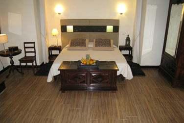 Intérieur d'une chambre créole (la chambre Cattleya), spacieuse et confortable