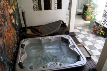 Le bain à remous de la Suite Spa Rajasthan