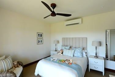 Les chambres sont spacieuses et bien aménagées