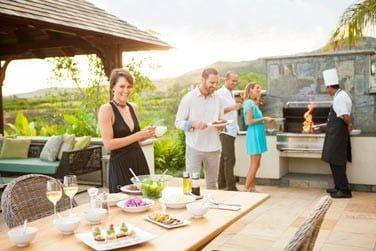 Profitez de votre grande terrasse pour organiser un barbecue (chef sur demande)