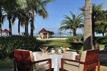 Petit déjeuner sur la terrasse du restaurant Coast2Coast