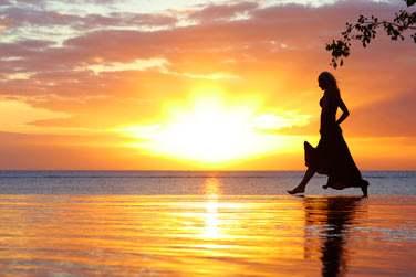 Coucher de soleil sur l'océan depuis la piscine 'Infinity'