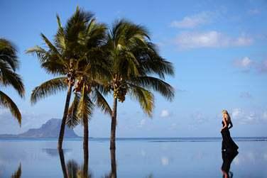 Vue sur l'horizon et le Morne depuis la piscine 'Infinity'