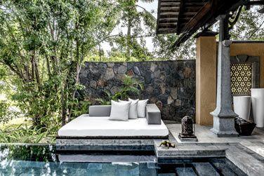 La piscine privée et son cadre 'zen'