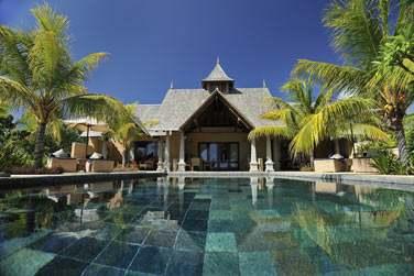 Vue sur la Suite Villa présidentielle et sa grande piscine privée de 56 m²