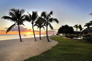 La plage de l'hôtel au moment du coucher du soleil
