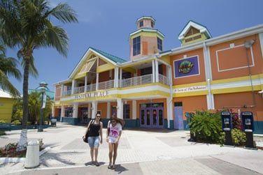 La ville est la capitale historique, culturelle et touristique des Bahamas