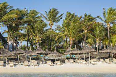 Détendez-vous et profitez du soleil mauricien sur la plage de l'hôtel...