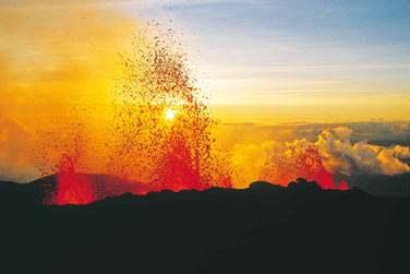 Et si la chance vous sourie vous pourrez apercevoir le volcan en éruption ..