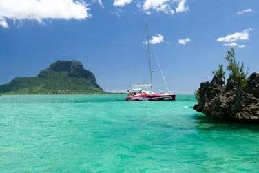 Le lagon de l'île Maurice invite à la pratique de nombreuses activités nautiques