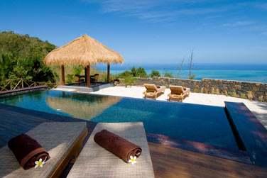 La Suite Exclusive Piton Canot avec piscine privée et son kiosque offre une vue imprenable sur l'océan