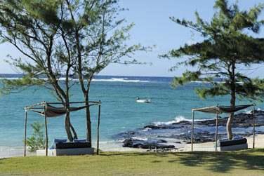 L'hôtel est bordé par une jolie plage déserte de sable blanc
