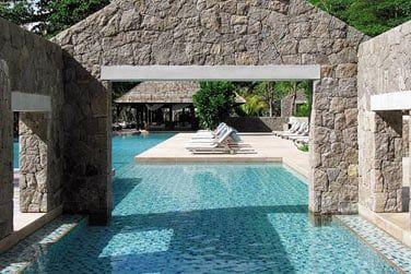 La piscine principale pour vos bains de soleil