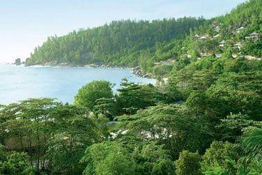 Sur la côte ouest de Mahé, l'hôtel Four Seasons s'étend sur un vaste domaine