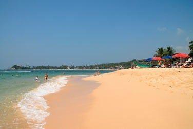 Et ses plages de sable blanc au bord d'une belle mer turquoise