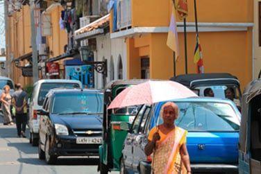 Des maisons colorées, des petites boutiques et restaurants sympathiques peuplent les rues de Galle