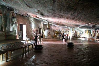 C'est à Dambulla que vous pourrez découvrir de nombreuses statues dans des grottes